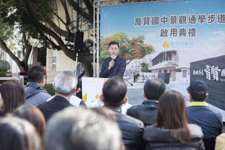 期盼64年!育賢國中通學步道啟用 林智堅市長與老中青三代校友漫步