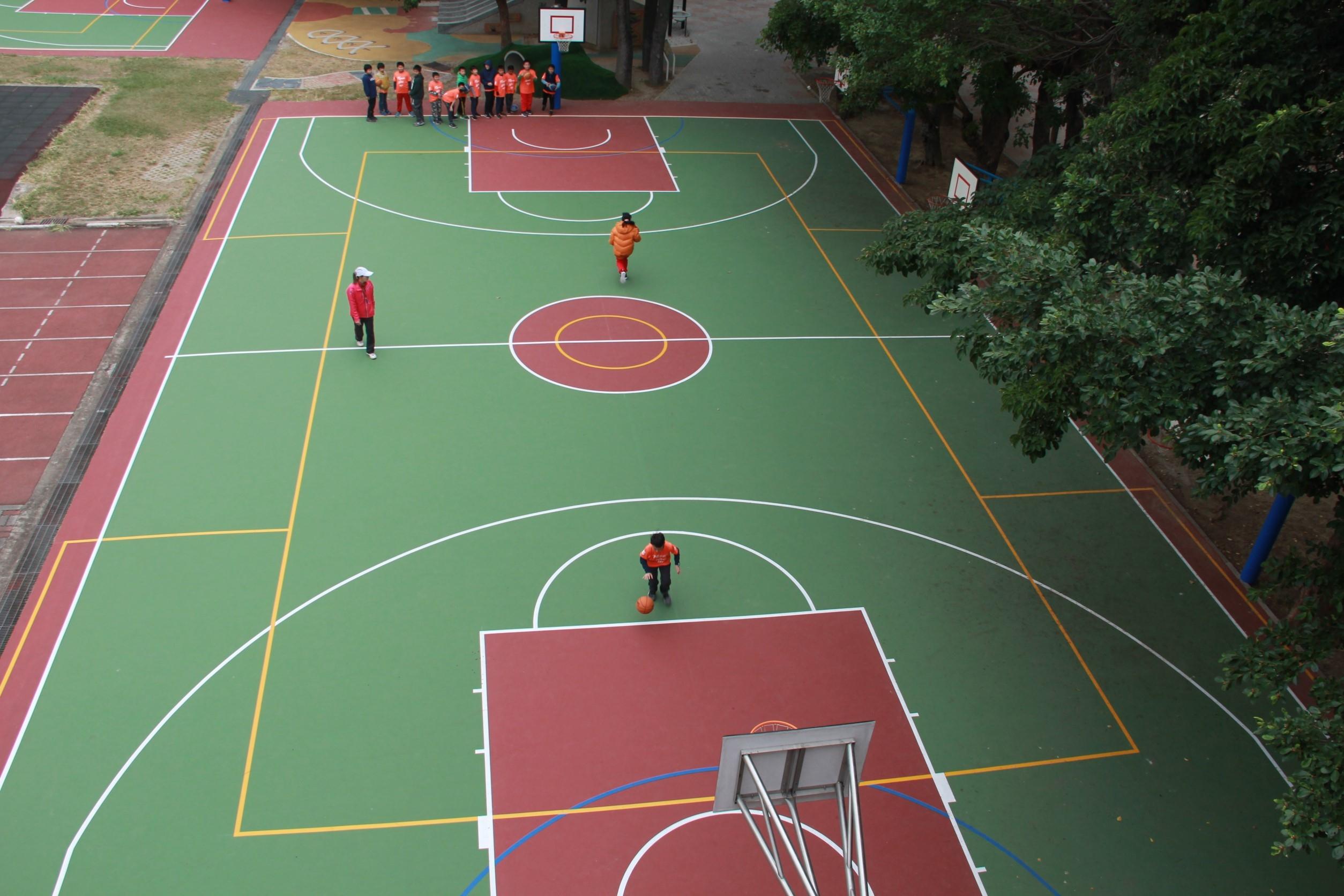 校園體健設施再升級 新竹國小籃球場以展新面貌迎接122年校慶