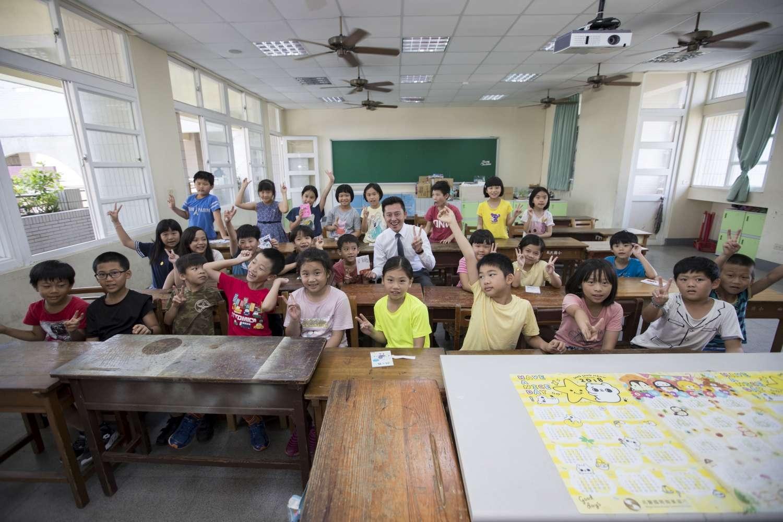 竹市校園涼一夏!市長林智堅推「班班有冷氣」三部曲 今年起校園冷氣機裝設開跑