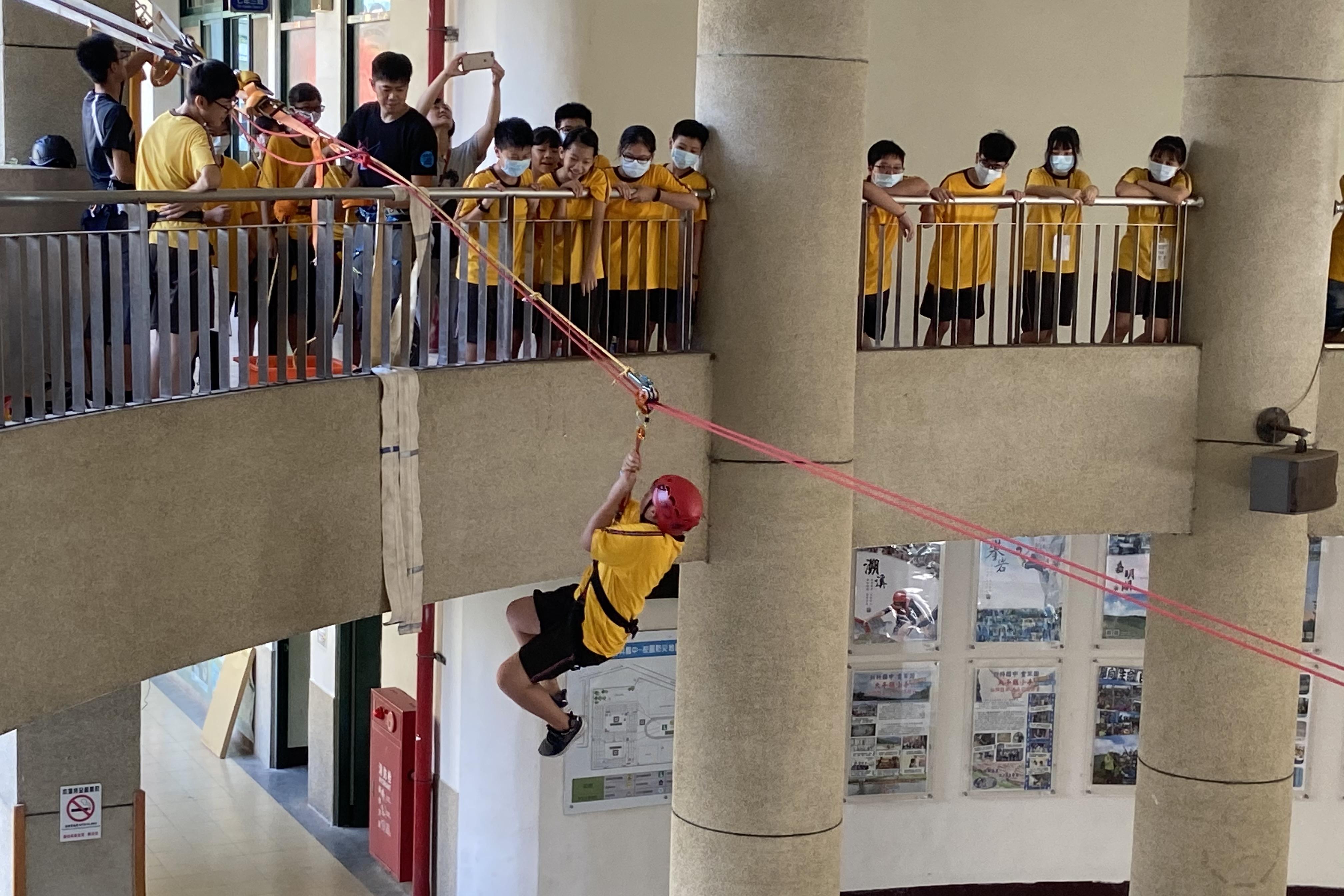 新科國中新生訓練 通過攀岩、走繩及滑降培養新科勇士活動照片i