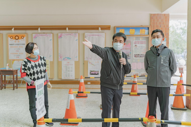 學測明登場市長 林智堅巡考場提醒戴口罩、身分證等七防疫措施活動照片i